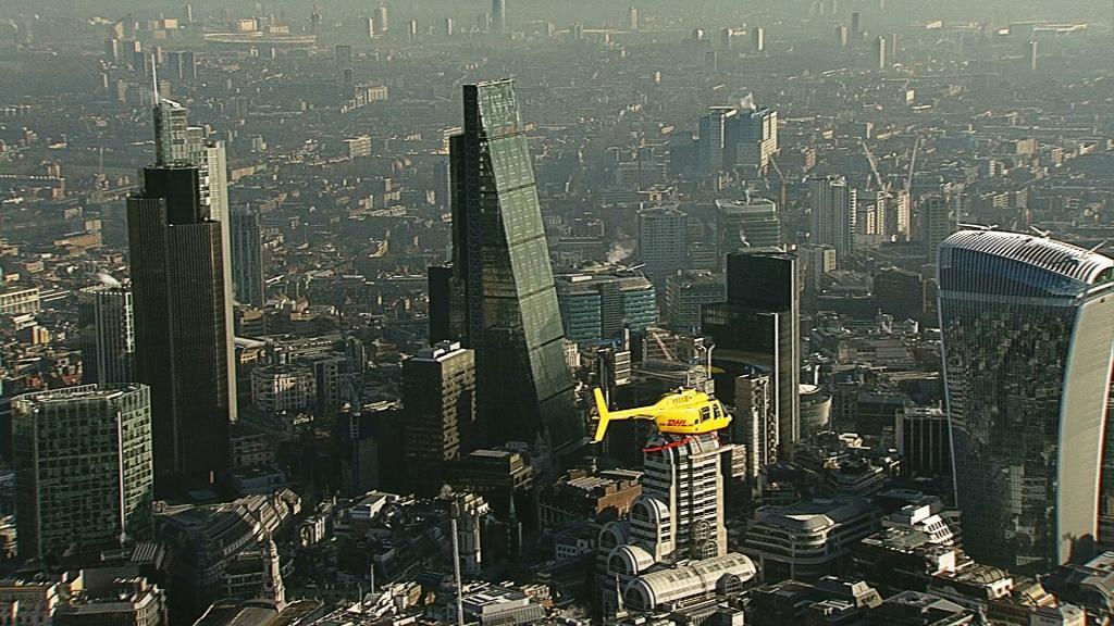 DHL pokonuje korki uliczne dzięki pierwszej w Londynie kurierskiej dostawie helikopterem