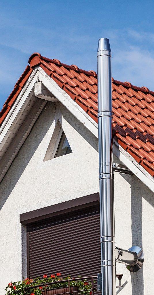Błyszczące, szlifowane, matowe, a może malowane? Stalowe kominy zewnętrze to praktyczne i estetyczne rozwiązania.
