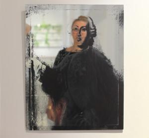 01_Portret kuratora we wn¦Ötrzu, Monika Patuszy+äska w lustrze Magnat z serii Nobiles (Aze Design)_foto Monika Malinowska