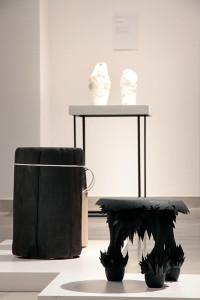 Gravity Stool (Jolan van der Wiel), Spalone Pniaki (Malafor), w tle Snow Vase (Maxim Velcovsky)_foto Olga Grabiwoda