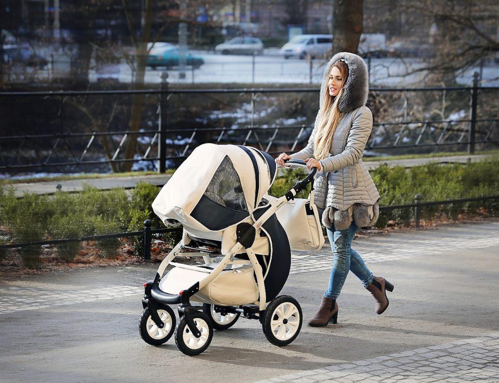 Mama wie lepiej: Misja jesienny spacer z dzieckiem – Jak to dobrze zorganizować, żeby nie odchorować?