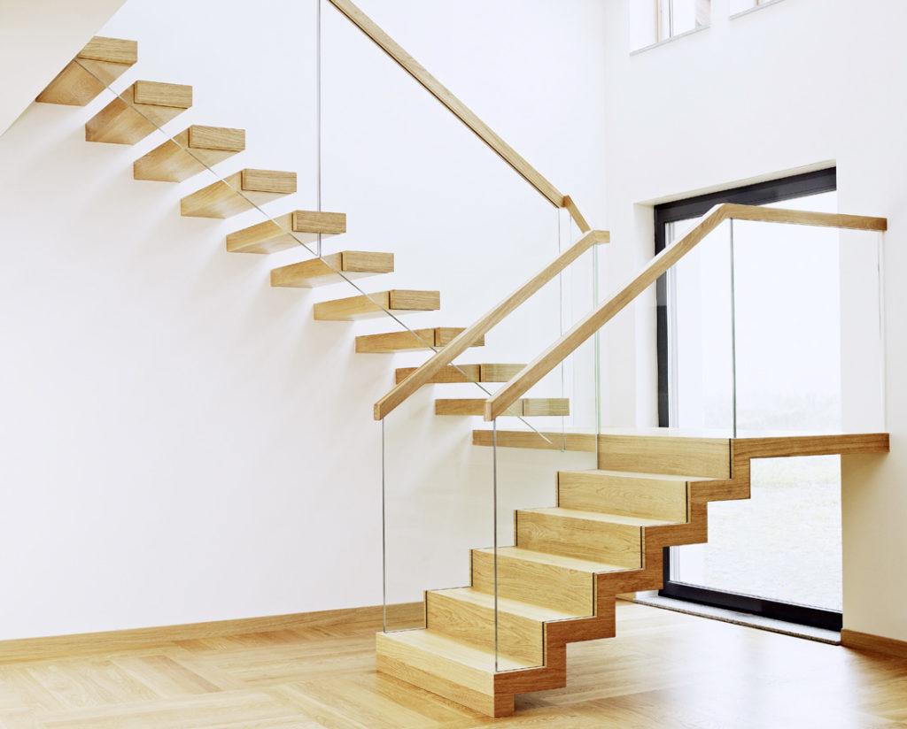 Drewno i szkło w nowoczesnych zastosowaniach schodowych