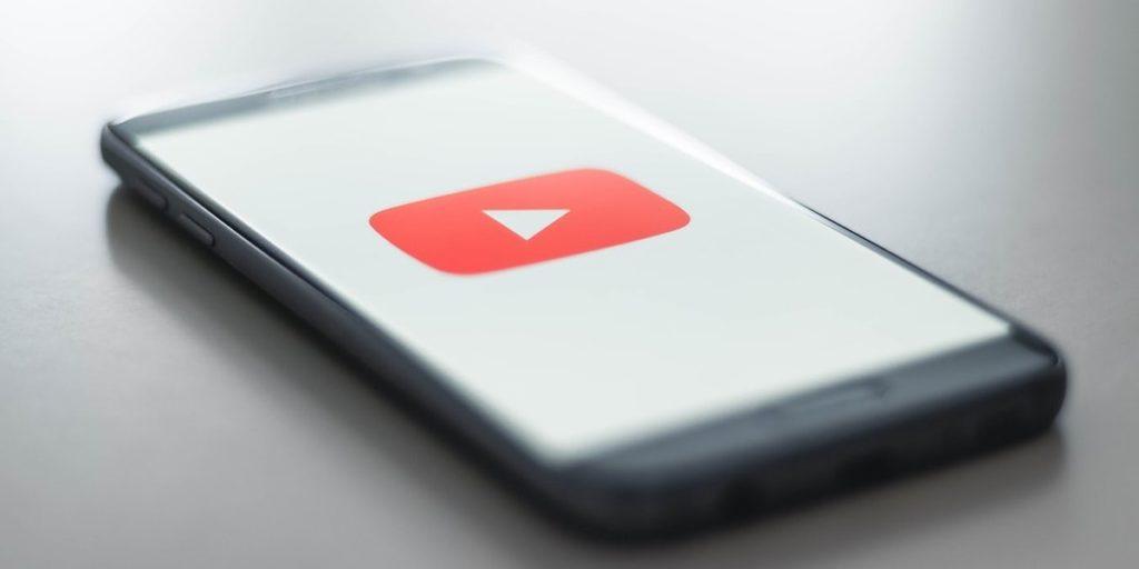 """4 miliony – tyle subskrypcji na YouTube """"stuknęło"""" Frizowi i reZiemu"""