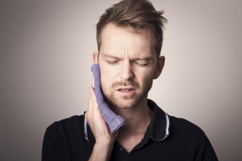 Cykl: Zapytaj stomatologa – Zapalenie miazgi zęba. Bolesna dolegliwość, która może być niebezpieczna dla całego organizmu!
