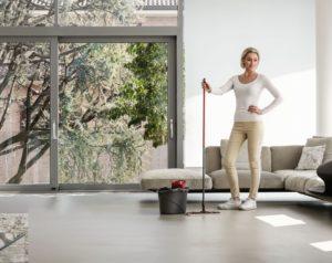 Czysta podłoga, suche dłonie – udoskonalony mop Ultramax marki Vileda wyręczy też ciebie