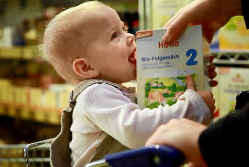Żywienie dzieci: Mleko krowie czy mleko modyfikowane?